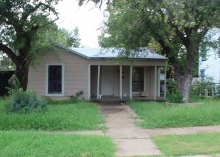 Foreclosed Home in Fort Worth 76103 S HAYNES AVE - Property ID: 4428519479