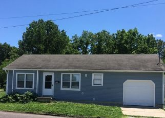 Foreclosed Home in Springfield 65802 N WARREN AVE - Property ID: 4429082718