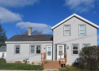 Foreclosed Home in Fond Du Lac 54935 E 10TH ST - Property ID: 4429252203