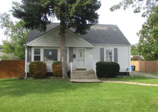 Foreclosed Home in Melrose Park 60164 MACARTHUR DR - Property ID: 4430104961