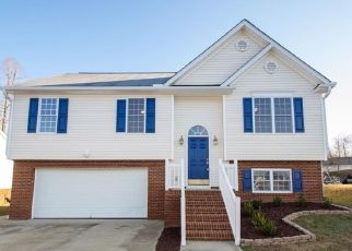 Foreclosed Home in Winston Salem 27105 MOAT DR - Property ID: 4430429937