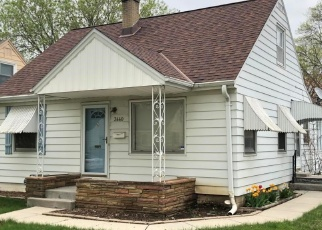 Foreclosed Home in Milwaukee 53222 N 91ST ST - Property ID: 4431117537