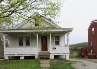 Foreclosed Home in Pittsburgh 15227 DAILEY RD - Property ID: 4431201635