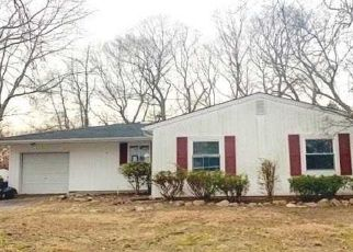 Foreclosed Home in Farmingville 11738 COLLEGE HILLS DR - Property ID: 4431695221