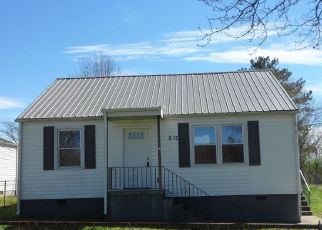 Foreclosed Home in Knoxville 37915 HAROLD AVE - Property ID: 4431936556