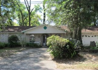 Foreclosed Home in Jacksonville 32211 OAKWOOD DR - Property ID: 4432057878