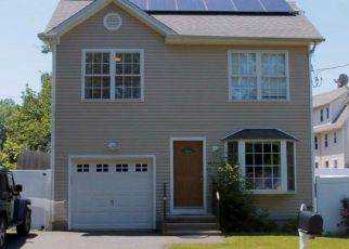 Foreclosed Home in Bridgeport 06606 WING ST - Property ID: 4433060391