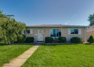 Foreclosed Home in Westland 48185 N FARMINGTON RD - Property ID: 4433196603