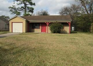 Foreclosed Home in Houston 77016 SAUNDERS RD - Property ID: 4434307751