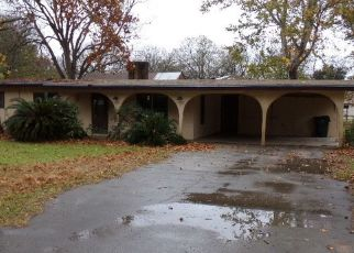 Foreclosed Home in Seguin 78155 REILEY RD - Property ID: 4434319119