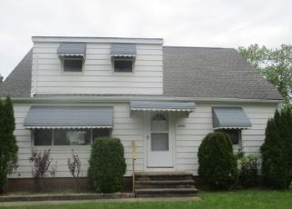 Foreclosed Home in Maple Heights 44137 RAMAGE AVE - Property ID: 4435085138