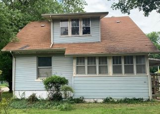 Foreclosed Home in Springfield 65802 W SCOTT ST - Property ID: 4435514808