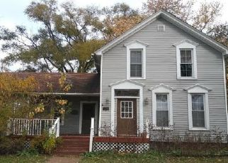Foreclosed Home in Crown Point 46307 N EAST ST - Property ID: 4435895397