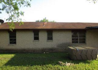 Foreclosed Home in San Antonio 78227 BUENA VISTA ST - Property ID: 4436538792