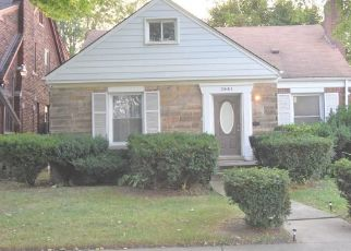 Foreclosed Home in Dearborn 48126 APPOLINE ST - Property ID: 4437417805