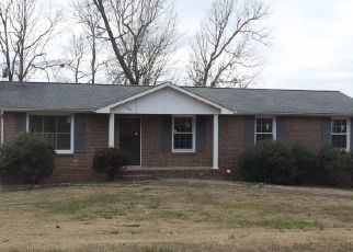 Foreclosed Home in Clarksville 37043 WARFIELD DR - Property ID: 4437639409