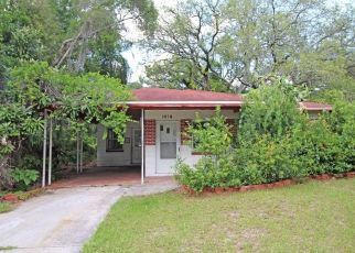 Foreclosed Home in Tampa 33610 E SHADOWLAWN AVE - Property ID: 4437661305