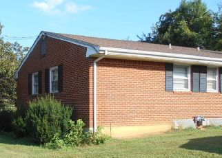 Foreclosed Home in Roanoke 24019 VISTAMONT DR - Property ID: 4437942942