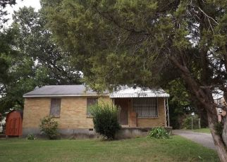 Foreclosed Home in Memphis 38106 PERRY RD - Property ID: 4438316966