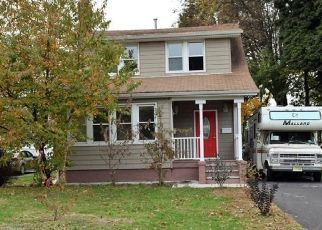 Foreclosed Home in Sewaren 07077 WEST AVE - Property ID: 4438574482