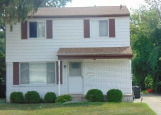 Foreclosed Home in Southfield 48076 FAIRFAX ST - Property ID: 4439108822