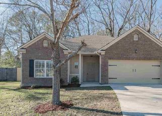 Foreclosed Home in Calera 35040 MERIWEATHER DR - Property ID: 4439136403