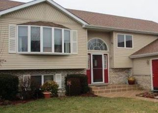 Foreclosed Home in Hobart 46342 AMBER DR - Property ID: 4439898932