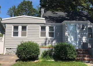 Foreclosed Home in Farmingville 11738 COLLEGE RD - Property ID: 4440034700