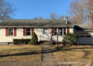 Foreclosed Home in Stratford 06614 STRECKFUS RD - Property ID: 4440803331