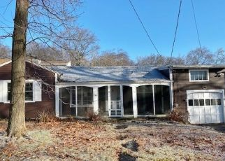 Foreclosed Home in Milford 06460 MIDWOOD RD - Property ID: 4440812537