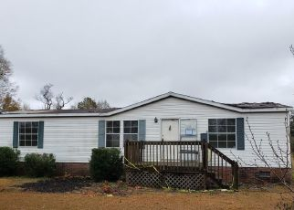 Foreclosed Home in Burgaw 28425 MAJOR JACOBS RD - Property ID: 4440954889