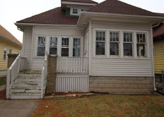Foreclosed Home in Milwaukee 53209 N 39TH ST - Property ID: 4441130505