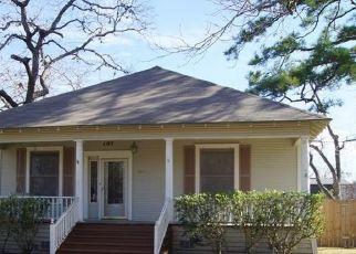 Foreclosed Home in Yoakum 77995 DUKE ST - Property ID: 4441240881