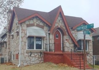 Foreclosed Home in Saint Louis 63121 PARKDALE DR - Property ID: 4441323201