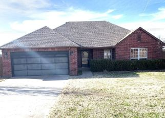Foreclosed Home in Tahlequah 74464 WINDCHESTER DR - Property ID: 4441413885