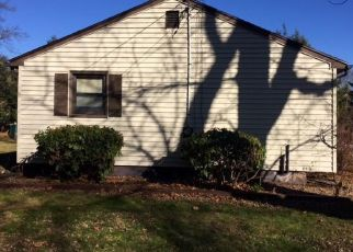 Foreclosed Home in Prospect 06712 HEMLOCK RD - Property ID: 4441524233