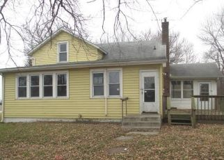 Foreclosed Home in Viola 61486 STATE HIGHWAY 17 - Property ID: 4441813299