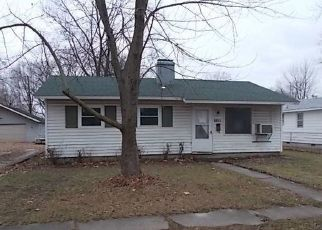 Foreclosed Home in Centralia 62801 CEDAR ST - Property ID: 4442096680
