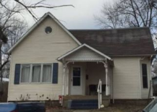 Foreclosed Home in Sullivan 47882 S STATE ST - Property ID: 4442387486