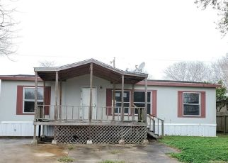 Foreclosed Home in Port Lavaca 77979 HACKBERRY ST - Property ID: 4442722988