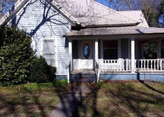 Foreclosed Home in Royston 30662 COLLEGE ST - Property ID: 4442877132