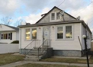 Foreclosed Home in Copiague 11726 44TH ST - Property ID: 4442888978