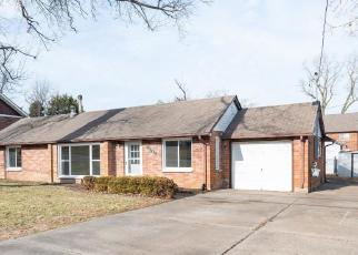 Foreclosed Home in Saint Louis 63114 NIBLIC DR - Property ID: 4442959934