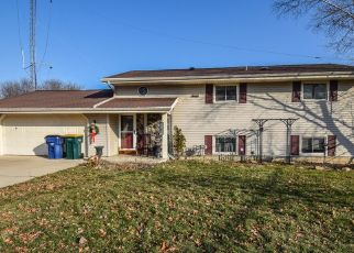 Foreclosed Home in Oak Creek 53154 E PARKWAY ESTATES DR - Property ID: 4443847697