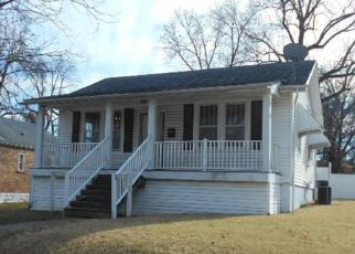 Foreclosed Home in Saint Louis 63130 LYNN AVE - Property ID: 4443930470