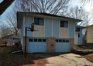 Foreclosed Home in Independence 64057 BRYN MAWR DR - Property ID: 4444008880