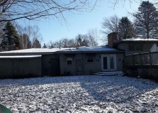 Foreclosed Home in Saginaw 48609 MAITLAND DR - Property ID: 4444027255