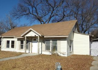 Foreclosed Home in Bonham 75418 W DENISON AVE - Property ID: 4444388595
