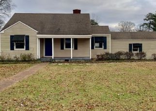 Foreclosed Home in Sheffield 35660 ALMON ST - Property ID: 4445025851