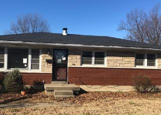 Foreclosed Home in Louisville 40219 JOYCE DR - Property ID: 4445700767